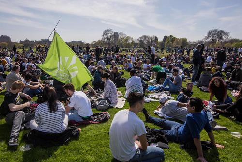 اجتماع حامیان قانونی کردن مصرف ماری جوانا در هاید پارک لندن