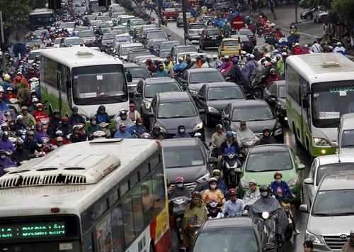ترافیک خیابان های شهر هانوی پایتخت ویتنام