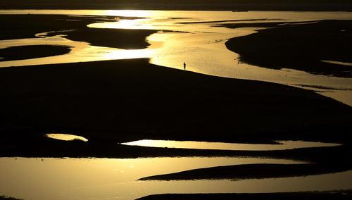 خشک شدن بخش هایی از رود گنگ در الله آباد هند