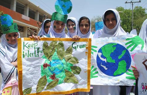 دانش آموزان حیدر آباد پاکستان در آیین های گرامی داشت روز زمین