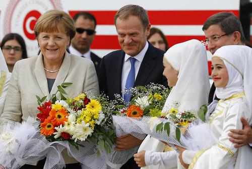 استقبال از صدر اعظم آلمان و رییس شورای اروپا در کمپ پناهجویان سوری در قاضی آنتپ ترکیه
