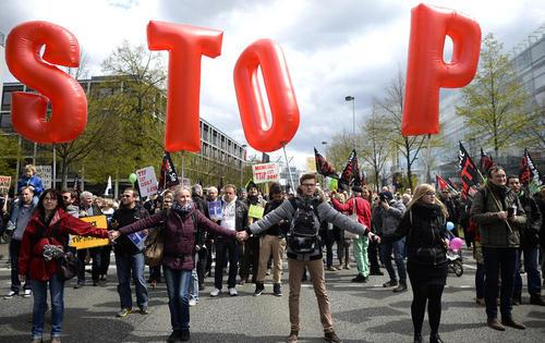 تظاهرات علیه موافقتنامه تجارت آزاد با آمریکا در آستانه سفر باراک اوباما به آلمان – هانوفر