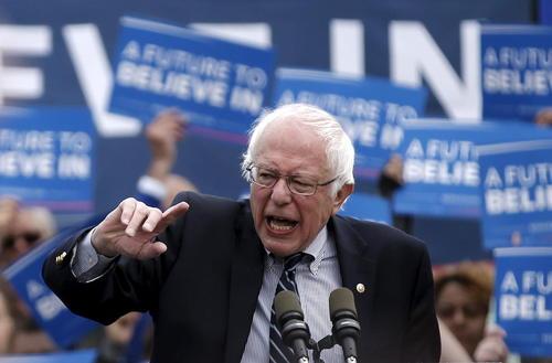 سخنرانی برنی سندرز نامزد دموکرات انتخابات ریاست جمهوری آمریکا در جمع حامیانش در شهر هارتفورد در ایالت کانتیکت