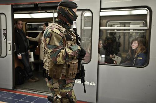 بازگشایی ایستگاه مترو مالبیک شهر بروکسل . این ایستگاه پس از حملات تروریستی داعش در یک ماه پیش بسته شده بود