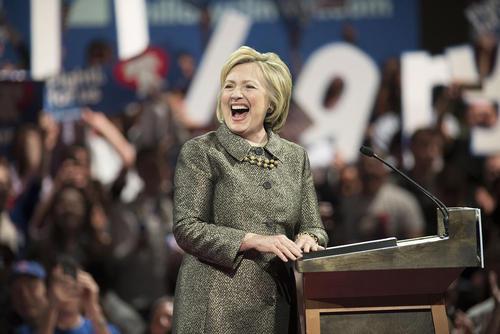 سخنرانی پیروزی هیلاری کلینتون در انتخابات مقدماتی ریاست جمهوری آمریکا در 4 ایالت از 5 ایالت آمریکا – فیلادلفیا