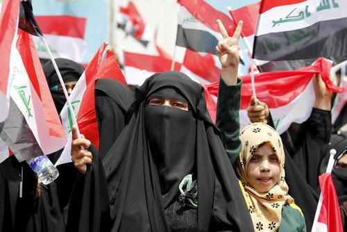 تظاهرات حامیان مقتدی صدر روحانی شیعه متنفذ عراقی در بغداد