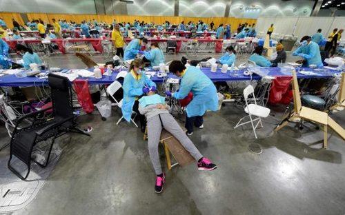 کلینیک دندانپزشکی سیار و مجانی در شهر لس آنجلس آمریکادر مدت 3 روز قرار است دندان های بیش از 10 هزار مریض را ترمیم کند