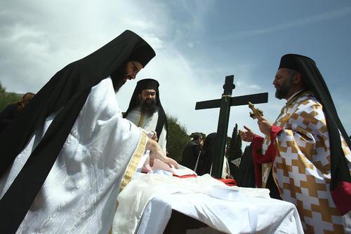 اجرای مراسم آیینی کشیشان ارتدوکس یونانی در روز