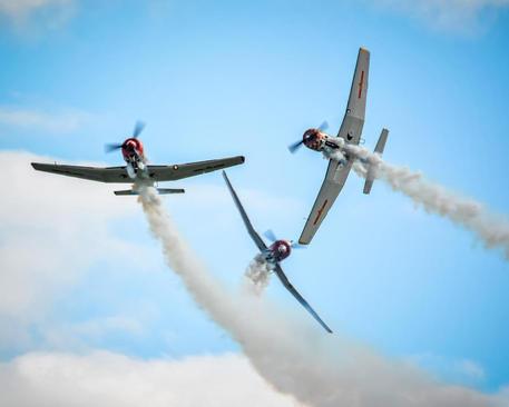نمایش تیم آکروباتیک هوایی روسیه در نمایشگاه هوایی در استرالیا