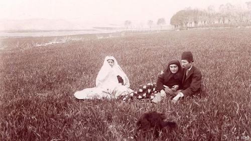 حسن مستوفیالممالک همسر عصمت الملوک، چند دوره نخستوزیر ایران در دوره قاجار و در دوره رضاشاه بود.