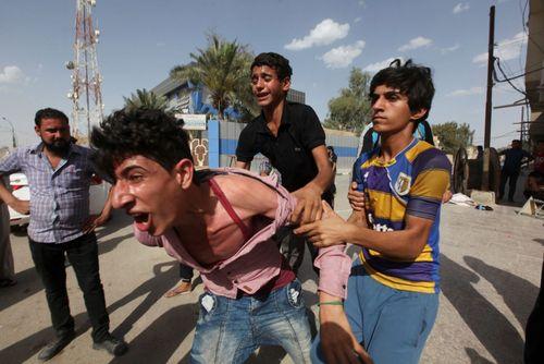 مراسم تشییع پیکر قربانیان انفجار تروریستی در منطقه سماوه در جنوب بغداد