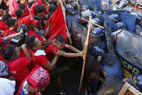 تظاهرات روز جهانی کارگر علیه آمریکا و در مقابل سفارت این کشور در شهر مانیل فیلیپین
