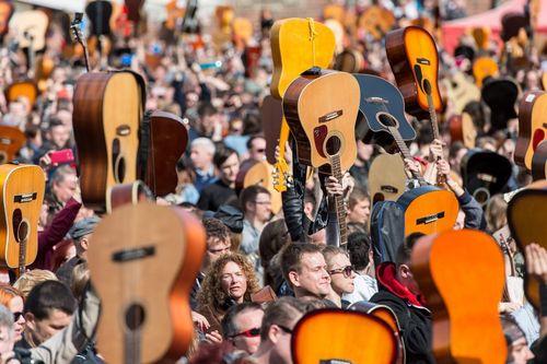 بزرگ ترین گردهمایی گیتاریست ها در لهستان برای ثبت در کتاب رکوردهای گینس