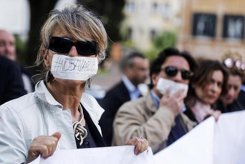 تظاهرات در مقابل سفارت مصر در شهر رم در روز جهانی آزادی مطبوعات