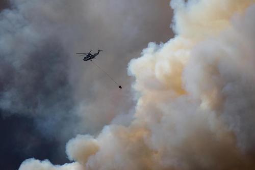 خاموش کردن آتش سوزی گسترده جنگل ها در ایالت آلبرتا کانادا