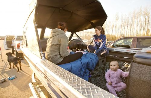 آتش سوزی جنگل در ایالت آلبرتا کانادا هزاران خانواده را مجبور به ترک خانه خود کرده است