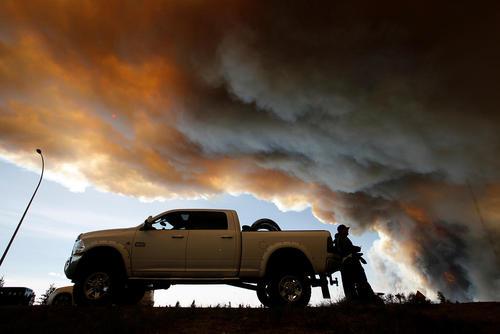ادامه آتش سوزی جنگل ها در ایالت آلبرتا کانادا