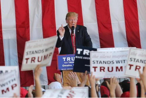 سخنرانی دونالد ترامپ نامزد احتمالی حزب جمهوریخواه برای انتخابات ریاست جمهوری آمریکا در جمع حامیانش در شهر اوماها در ایالت نبراسکا