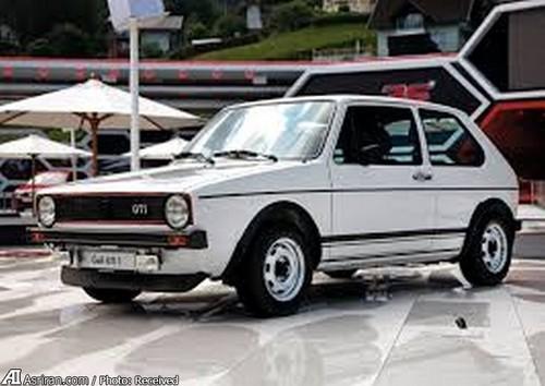 MkI GTI  این خودرو در سال 1975 در نمایشگاه خودروی فرانکفورت رونمایی شد اما 2 سال بعد با یک موتور4 سیلندر1588 سیسی با قدرت  110 اسب بخار در خیابانهای آلمان دیده شد. خودروی کوچک MkI حدود 810 کیلوگرم وزن داشت و در 9 ثانیه به شتاب صفر تا 100 کیلومتر میرسید.