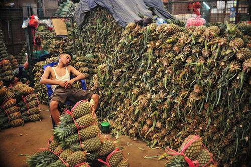 بازار میوه و سبزیجات در شهر جاکارتا اندونزی