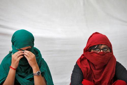 قربانیان تجاوز در جریان یک تحصن در شهر دهلی نو هند خواستار تشدید مجازات مرتکبان تجاوز به عنف در دستگاه قضایی هند شدند