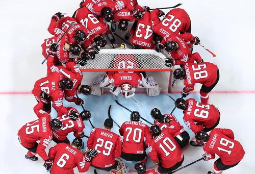 بازی دو تیم هاکی روی یخ سوییس و دانمارک در چارچوب رقابت های جام جهانی هاکی روی یخ در مسکو