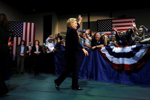 هیلاری کلینتون نامزد انتخابات ریاست جمهوری آمریکا در جمع حامیانش در شهر بلک وود ایالت نیوجرسی