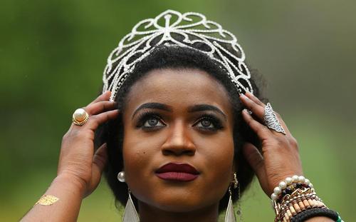 منتخب رقابت زن زیبای آفریقا از جمهوری دموکراتیک کنگو در مراسم روز آفریقا در دوبلین ایرلند
