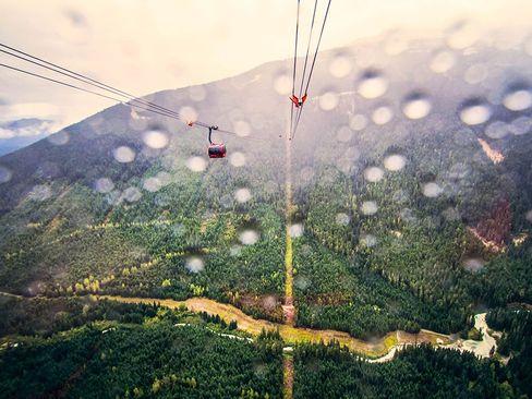 بلند ترین تله کابین جهان در کوه های منطقه بریتیش کلمبیا در کانادا