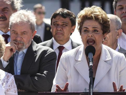 خانم دیلما روسف رییس جمهوری تعلیق شده برزیل در سخنرانی خود در بیرون کاخ پلانتا در شهر ریودوژانیرو، رای به تعلیق خود از سوی سنای این کشور را یک کودتا دانست