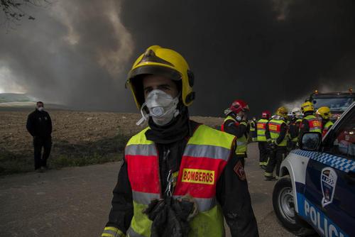 آتش سوزی گسترده مرکز جمع آوری لاستیک های فرسوده خودرو در نزدیکی شهر مادرید اسپانیا
