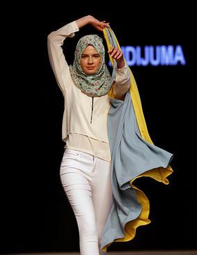 شو لباس یک طراح مالزیایی در استانبول