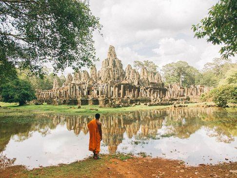 بقایای یک معبد تاریخی در کامبوج