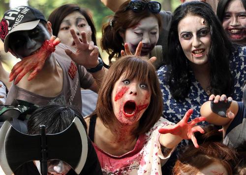 راهپیمایی سالانه زامبی ها در پارک یویوگی در شهر توکیو