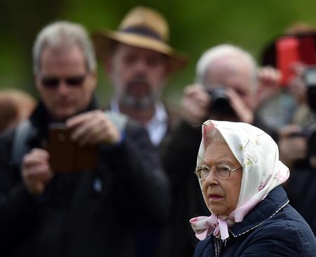 امروز (یکشنبه) قرار است در چهارمین و آخرین روز از نمایش سلطنتی سالانه اسب در وینسور انگلیس به مناسبت نودمین سالگرد تولد ملکه بریتانیا بیش از هزار سوارکار از سراسر جهان از مقابل ملکه رژه بروند