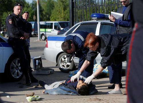 نزاع خونین بین دو قوم منطقه قفقاز شمالی روسیه بر سر به دست گرفتن شغل کفن و دفن در قبرستان اصلی شهر مسکو. در این نزاع 2 تن کشته و بیش از 10 نفر زخمی شدند و پلیس حدود 50 نفر را دستگیر کرد