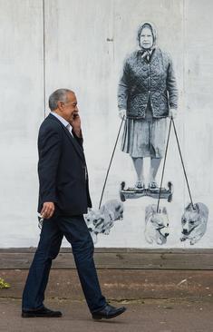 نقاشی دیواری ملکه انگلیس از سوی یک هنرمند نقاش – لندن