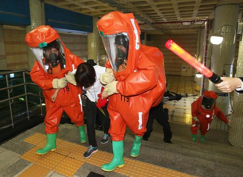 برگزاری مانور مقابله با حملات شیمیایی در مترو شهر سئول