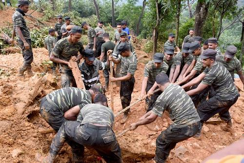 امداد رسانی به قربانیان سیل و رانش زمین در سری لانکا