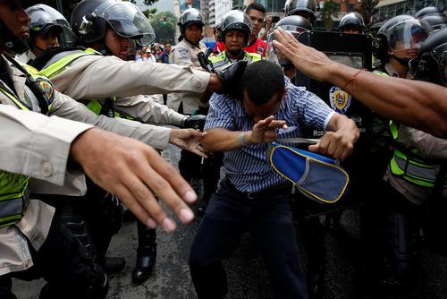 تظاهرات مخالفان علیه حکومت نیکولاس مادورو رییس جمهوری ونزوئلا – کاراکاس