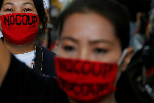 تظاهرات علیه دولت نظامیان در تایلند در دومین سالگرد خلع خانم شیناواترا از نخست وزیری – بانکوک