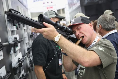 گردهمایی سالانه انجمن ملی اسلحه آمریکا در شهر لوییزویل