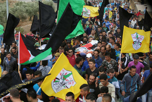 تشییع پیکر یک برادر و خواهر فلسطینی که به ضرب گلوله سربازان اسراییل به شهادت رسیدند – رام الله