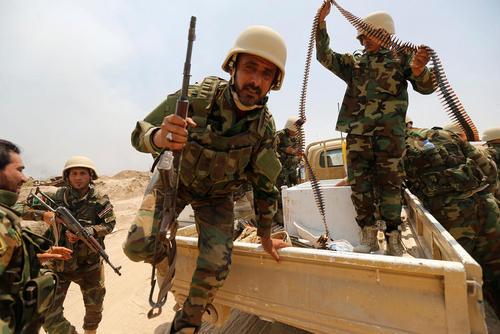 تجمع گروه های شبه نظامی شیعه برای مبارزه با داعش در عملیات آزاد سازی شهر فلوجه عراق