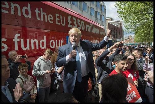 فعالیت های مستمر تبلیغی بوریس جانسون شهردار سابق لندن برای جمع آوری آرای مردم این کشوردر مخالفت با تداوم حضور انگلیس در اتحادیه اروپا – یورک