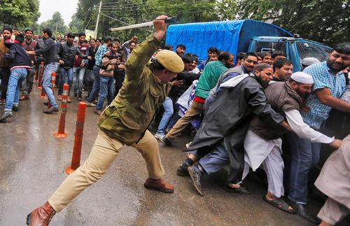 برخورد پلیس با تظاهرات کارمندان دولت – سرینگر کشمیر