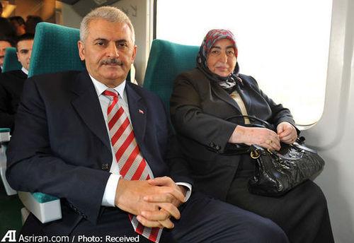 تیپ و قیافه همسر نخست وزیر جدید ترکیه سوژه تمسخر برخی کاربران شبکه های اجتماعی در ترکیه شده است