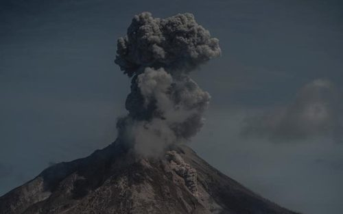 فعالیت کوه آتشفشانی در سوماترا اندونزی