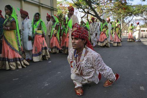 ازدواج دسته جمعی 51 زوج هندی در بمبئی