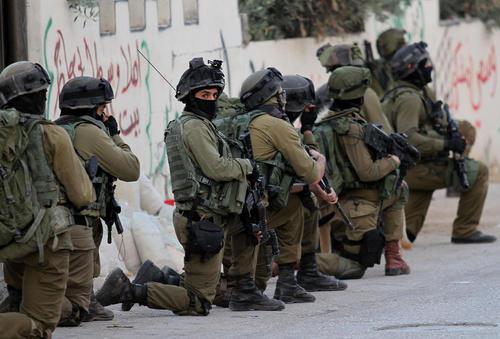 استقرار سربازان اسراییلی در روستایی در نابلس در کرانه باختری فلسطین
